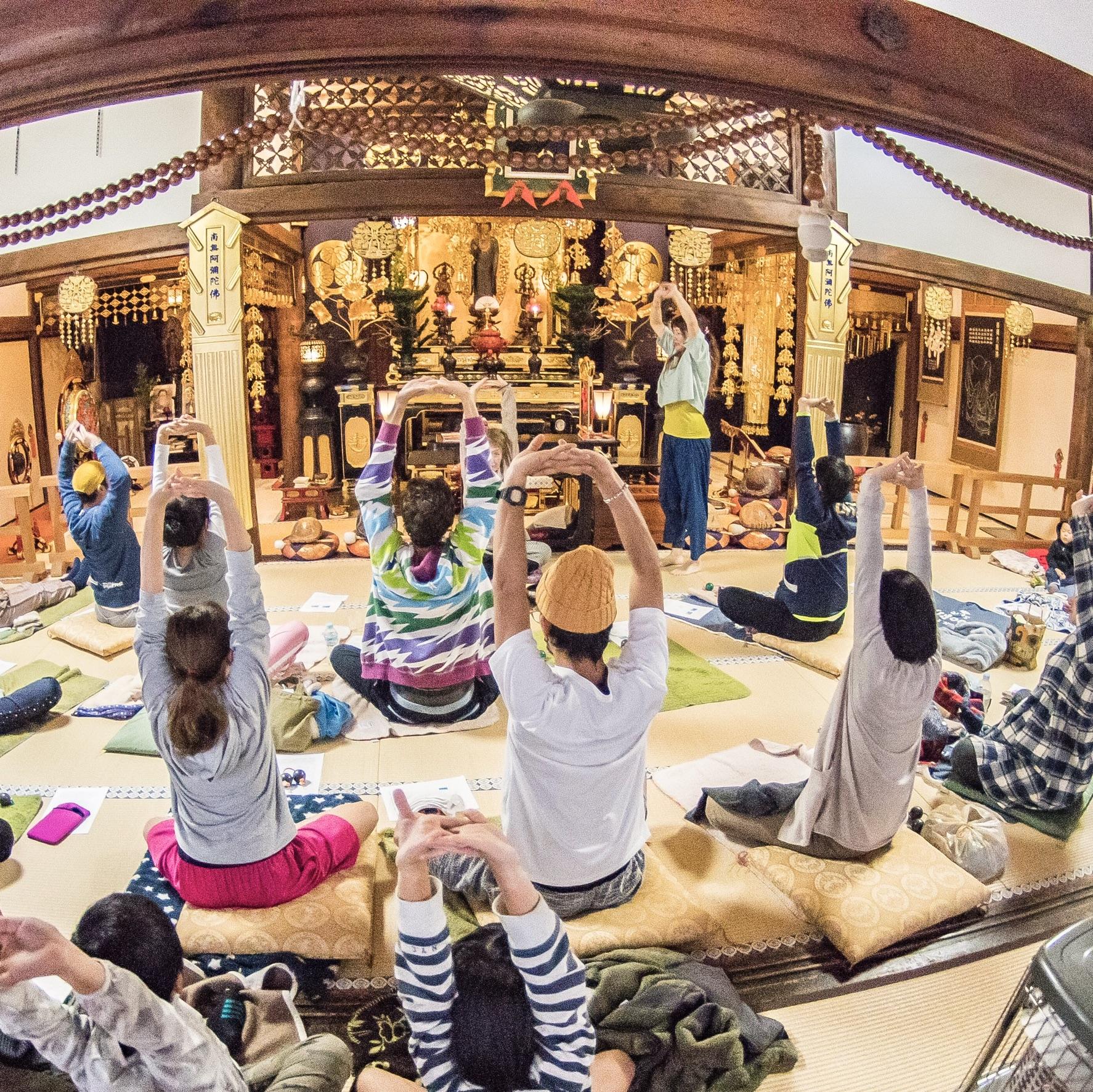 アロマヨガOUSIA(ウーシア) - 2019年新春♪ 奈良の寺ヨガイベント|疲れない身体をつくるヨガと呼吸法の写真1
