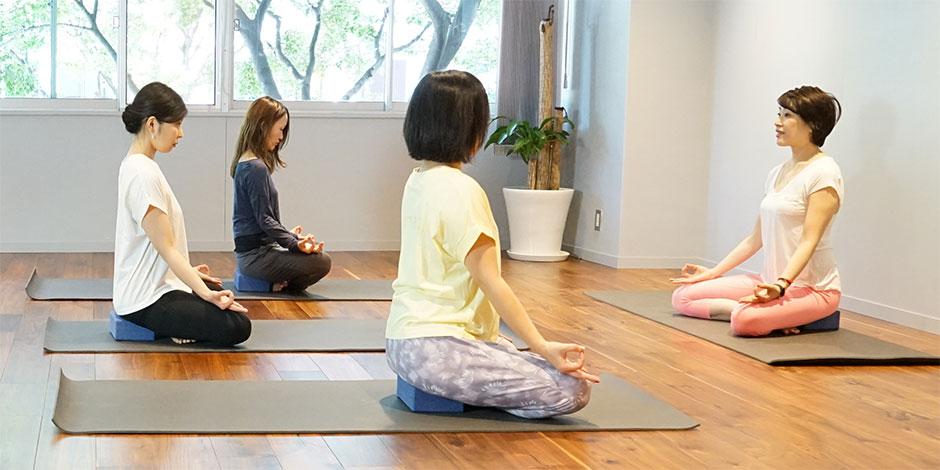 スタジオ・ヨギー新宿WEST/yoggy institute main school - 【ヨガ・トレーニング】メディテーション・ベーシックコース(MBC05)の写真1