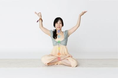スタジオ・ヨギー新宿WEST/yoggy institute main school - 【ヨガ・ワークショップ】チャクラ・ヨガ・ワークショップ〜輝いて生きる!〜の写真1